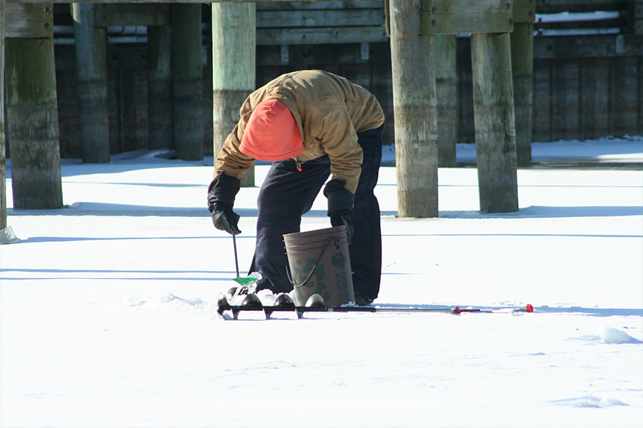 Lake st clair activities huron clinton metroparks for Ice fishing lake st clair